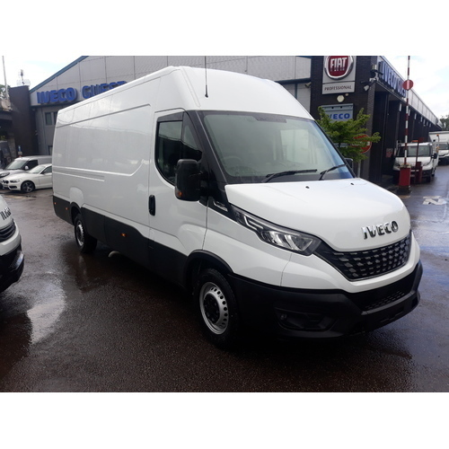 Iveco Daily 35S14A8 Automatic 16Cu Van with Business Pack - GUE000541